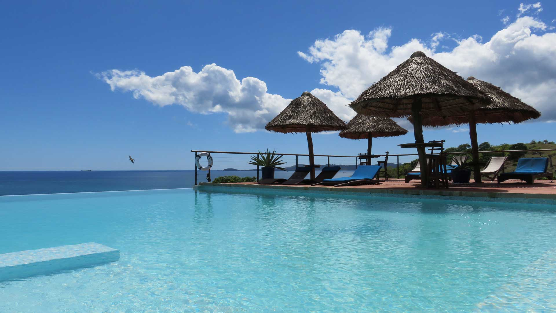 The big blue hotel *. | Nosy Be